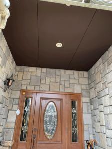 玄関ホール軒天塗装完成