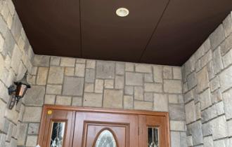 玄関ホール軒天塗装完成-(2)