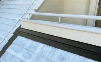 屋根の板金部仕上げウレタン塗布