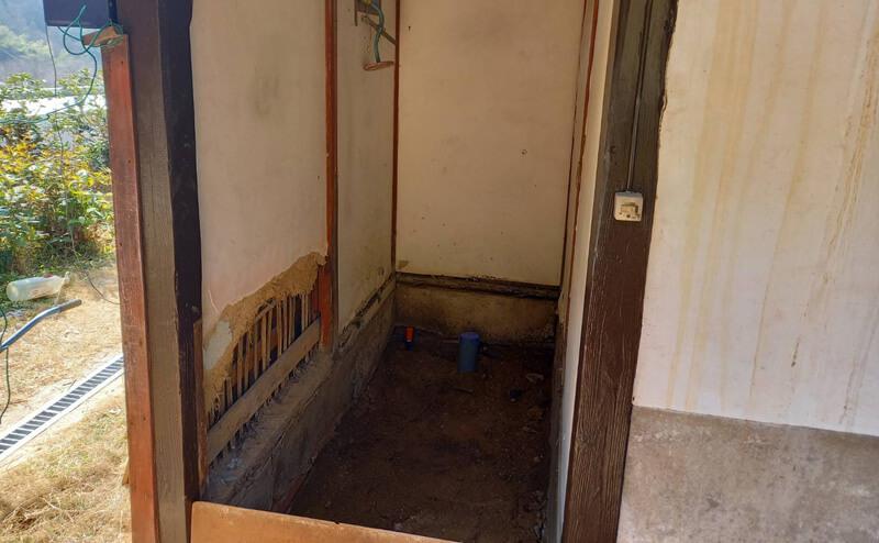 外トイレ改装前